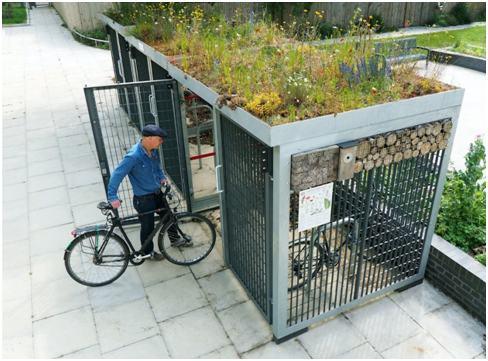 Kerékpár tárolón természetközeli félintenzív zöldtető